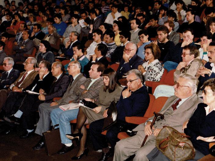"""Il pubblico in sala al convegno """"Guido Dorso e i problemi della società meridionale"""", Avellino 22-24 ottobre 1987."""