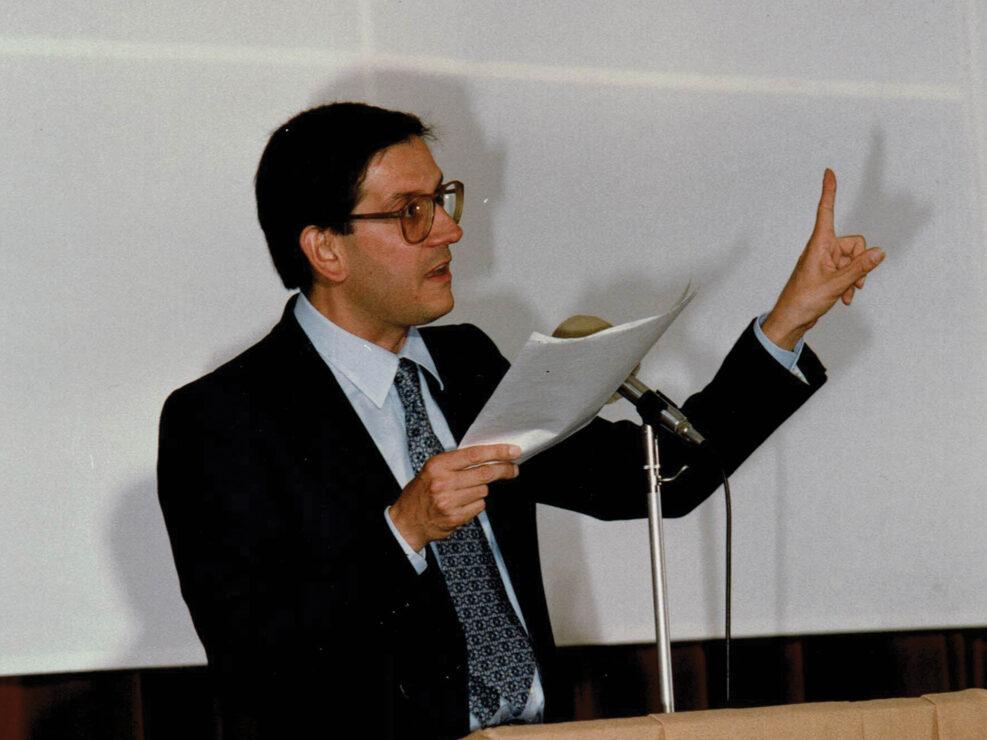 """Francesco Saverio Festa al convegno """"Guido Dorso e i problemi della società meridionale"""", Avellino 22-24 ottobre 1987."""