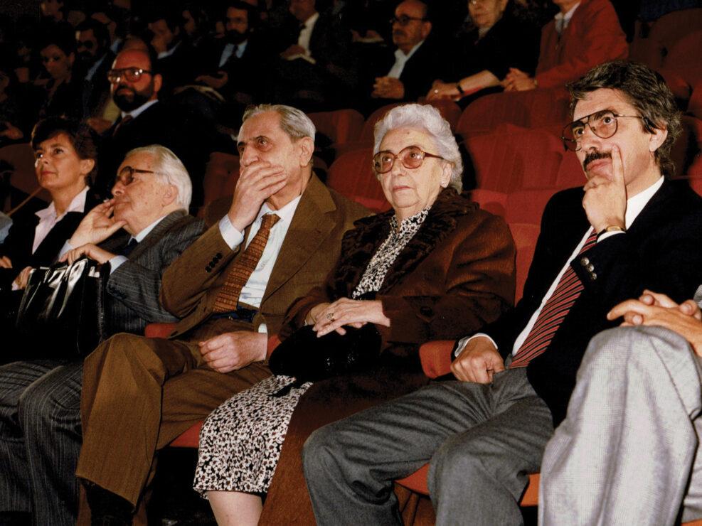 """Vittore Fiore, Carlo Muscetta e Teresa De Silva Dorso al convegno """"Guido Dorso e i problemi della società meridionale"""", Avellino 22-24 ottobre 1987."""