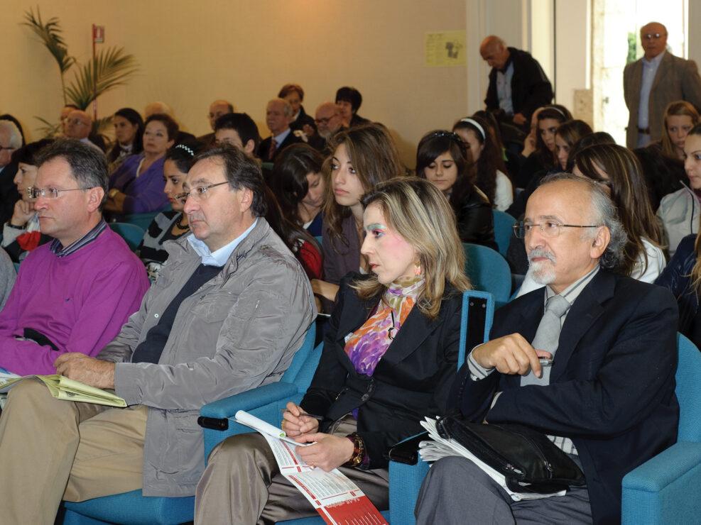 """Il pubblico in sala al convegno """"Liberalismo, democrazia e socialismo dall'Unità d'Italia alla Carta costituzionale"""", Avellino, 14-15 ottobre 2010."""