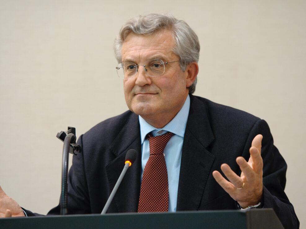 """Giuseppe Acocella al convegno """"Liberalismo, democrazia e socialismo dall'Unità d'Italia alla Carta costituzionale"""", Avellino, 14-15 ottobre 2010."""