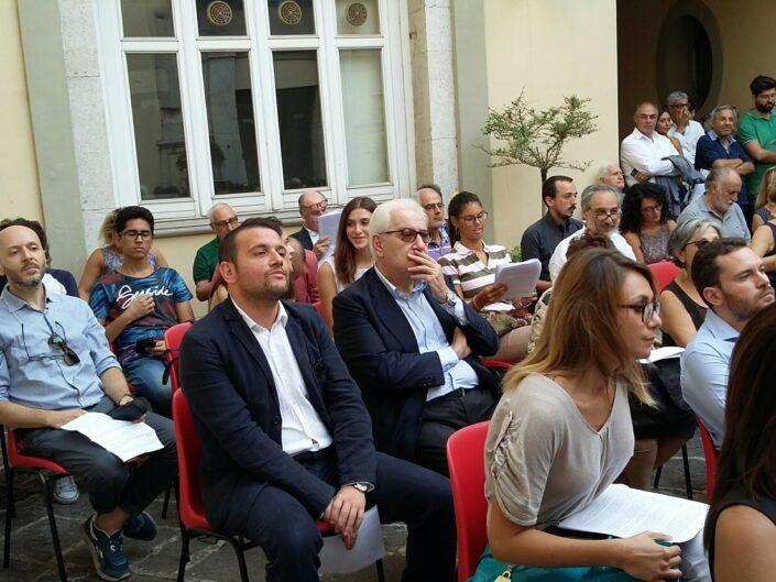 """Toni Ricciardi e Paolo Foti tra i partecipanti della lettura collettiva """"Leggere De Sanctis. Un viaggio elettorale"""", Avellino 25 agosto 2017."""