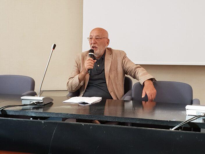 """Nunzio Cignarella modera la lettura collettiva """"Leggere Valagare, un secolo di vita avellinese 1806-1906"""", Avellino 3 settembre 2019."""