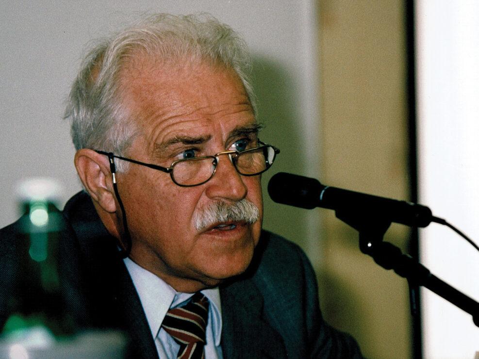 """Piero Crociani al convegno """"Nelle province dell'impero"""", Avellino 10-13 aprile 2002."""