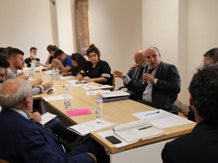 """Gruppo di lavoro della prima edizione della Summer School """"Globalizzazione e sviluppo sostenibile"""", Castello di Gesualdo 6-7 settembre 2019."""