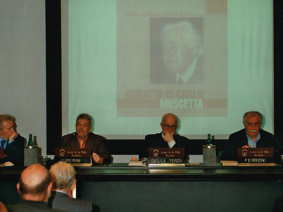 """Alberto Granese, Romano Luperini, Dante Della Terza e Giulio Ferroni al convegno """"Ritratto di Carlo Muscetta"""", Avellino 6-8 aprile 2005."""