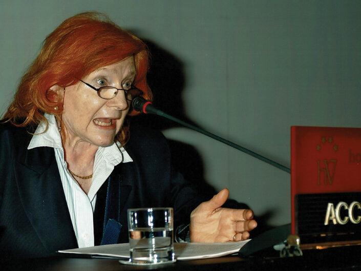 """Anna Maria Accerboni al convegno """"Ritratto di Carlo Muscetta"""", Avellino 6-8 aprile 2005."""