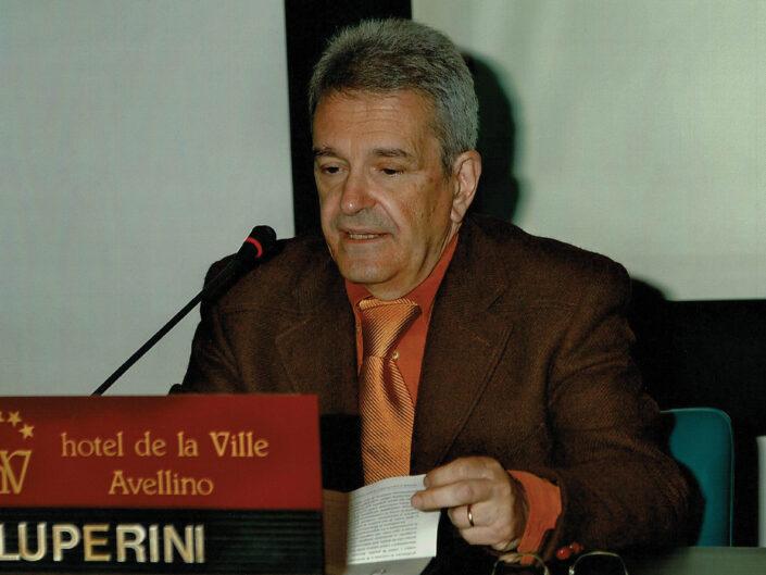 """Romano Luperini al convegno """"Ritratto di Carlo Muscetta"""", Avellino 6-8 aprile 2005."""