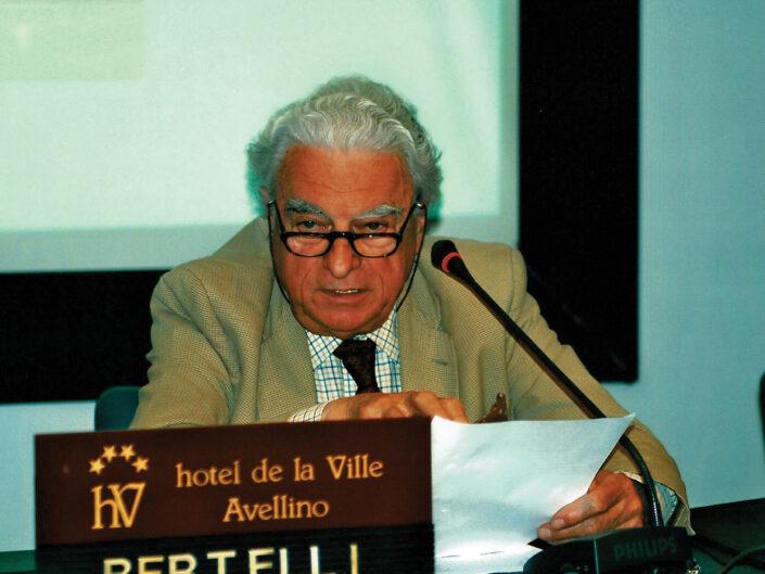 """Sergio Bertelli al convegno """"Ritratto di Carlo Muscetta"""", Avellino 6-8 aprile 2005."""