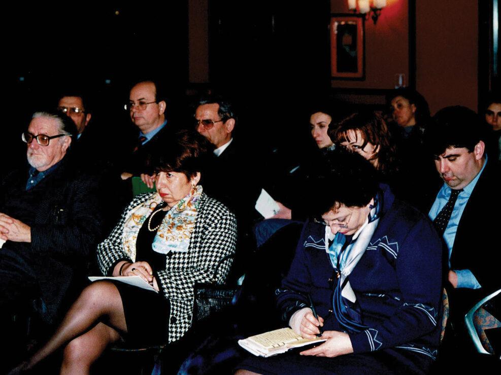 """Mario Battaglini, Augusto Placanica, Mirella Mafrici e Maria Sirago al convegno """"Il Mezzogiorno d'Italia e il Mediterraneo nel triennio rivoluzionario 1796-1799"""", Avellino 18-20 marzo 1999."""