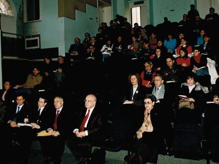 """Il pubblico in sala al convegno """"A sessant'anni dal convegno di Bari"""", Avellino 18 dicembre 2004."""